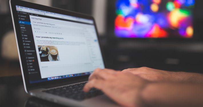 Bild von Laptop mit geöffnetem Wordpress Fenster